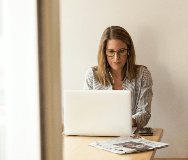woman_working_business_laptop